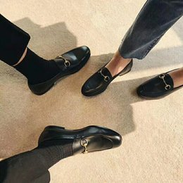 Leder maultier pantoffeln online-2018 mules princetown männer frauen pelz hausschuhe mules wohnungen aus echtem leder luxus designer mode metallkette damen casual schuhe us5-us11