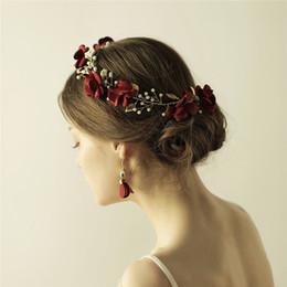 2019 fascia della corona dell'oro rosso Fatti a mano fiore rosso donne Prom Fascia Tiara oro accessori per capelli da sposa capelli corona perle gioielli per capelli sconti fascia della corona dell'oro rosso