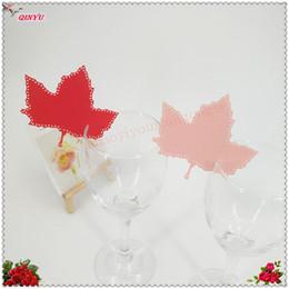 2019 foglia di vino 100 pz Laser Cut Maple leaf Wine Glass Card Semplice posto Nome Card Wedding Party Birthday Home Decoration 8ZSH840 sconti foglia di vino