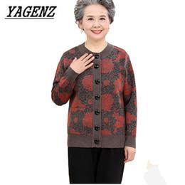 Large size 5XL donne di mezza età maglia maglione cappotto primavera  autunno sciolto spessa nonna donna cardigan lana caldo maglione Top 651d48e7e7f