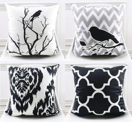 Almohada negra blanca aves online-Cojín blanco y negro al por mayor de la cubierta moderna del estilo geométrico ondulado raya árbol pájaros flor decorativa fundas de almohada suave