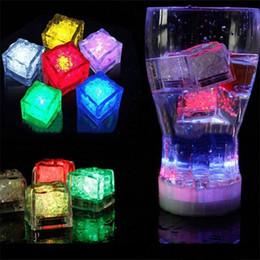 2019 decorazioni cinesi porta nuova anno Multi Color Flash Light Ice Cube Light-Up LED Lampada quadrata luce messa in acqua Drink Flash automaticamente luci per party bar Bar Club