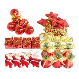 Wholesale 28Pcs assortiti Natale Baubles Pendenti ornamenti palla Set per il giorno di Natale Bar Decorazione del partito rosso