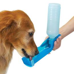 Fontana d'acqua esterna per cani online-500ml Portable Pet Dog Cat Outdoor Viaggi Water Bowl Bottle Feeder Fontanella PP resine Pet cane borraccia
