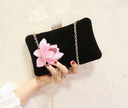 2019 impresión floral de los bolsos negros Bordado de la vendimia Rose impreso floral mujeres bolso de noche Pink Black bolso de la tarde Messenger cadena hombro pequeño bolsos de mano impresión floral de los bolsos negros baratos