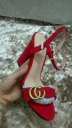 zapatos blancos abiertos de la boda de la perla Rebajas Nuevo estilo clásico europeo de las mercancías de lujo señoras zapatos de tacón alto cuero puro oro genuino con letras hebilla decorativa adorno con ru