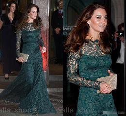 Kate middleton grünes kleid online-Vintage Hunter Green Lace Abendkleider Langarm 2018 Kate Middleton Bateau Sheer Neck Elegantes Abendkleid Abendkleid