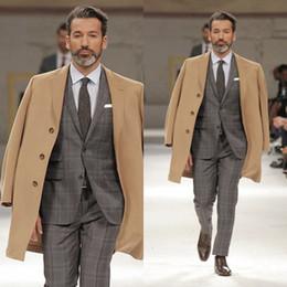 usura della fase d'argento Sconti Fashion Ultimi Groom Coats Intaglio Lapel Stage Show Uomini Cappotti Colore Cammello Abbigliamento outdoor caldo antivento Casual Wear For Sale