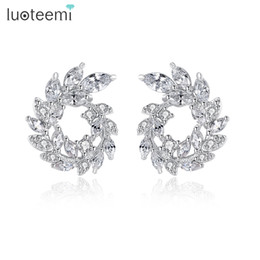 LUOTEEMI New Luxury White Gold Colore Dazzling Marquise Cut Clear Cubic Zirconia Pavimentato Olive Branch Cerchio Orecchino per le donne da