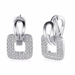 a3aade5ca34e Toda la ventaDiseño de moda Pendientes pequeños Huggie Hoop para mujeres  Cluster pavimentado Zirconia Crystal piedra Earing joyería 2016 Ofertas de  diseños ...