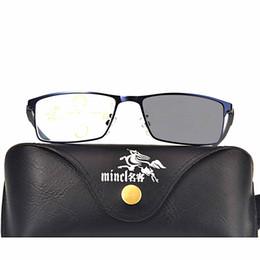 Occhiali da sole di vista online-Bianchi multifocale progressiva transizione Occhiali da sole fotocromatiche occhiali da lettura Uomini punti per Reader Vicino Lontano Sight FML