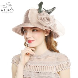 Sombrero de verano online-WELROG Khaki Color Hilos Sombreros Para Mujeres Big Bow Feather Flower Verano Sun Protect Hat Elegant Fedoras Wedding Sea Beach