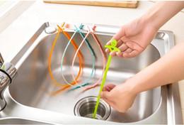 Tubi di scarico del lavandino online-Smile Strumento di rimozione dei capelli Detergente per tubi Bagno Lavandino da cucina Vasche Drenaggio Tubo di drenaggio Tubo Fogna Gancio Cancella drenaggi intasati 4 Colori