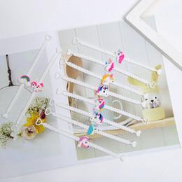 Neue jungs armband online-New Design Kinder Charm Einzigartiges Einhorn Armbänder Mädchen Jungen-Geburtstags-Party-Tasche Fillers Kind-Baby-Silikon-Armband-Kind-Spielzeug Weihnachten