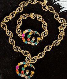 2019 spilla di marca 2019New Arrival Letters Brooch Retro Vintage Multicolor Crystal Designer di marca Spilla Set di gioielli Accessori di gioielli di marcaA96 spilla di marca economici