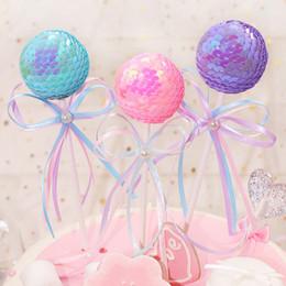 bandiere di seta Sconti Cake Cake Topper Romantic Wedding Party Birthday Cake Decoration Ball Bowknot Cupcake Flag con la nuova decorazione di nastro di colore di seta