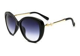 Wholesale Big Round Frame Sunglasses - 2018 New pearl big frame sunglasses C 2039 brand with logo fashion designer luxury women sun glasses driving shpping eyewear