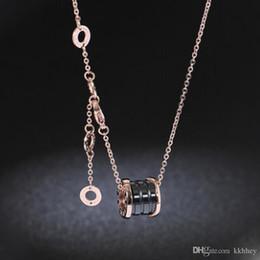 Collier pendentif en céramique de luxe avec chiffres noirs et blancs en or jaune, or rose, couleurs métalliques en acier inoxydable, chaîne pour hommes ? partir de fabricateur