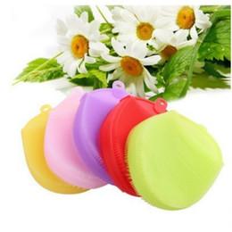 Agujero de guantes online-Cepillos de baño de silicona colorido Cepillo de ducha de diseño de agujero colgante conveniente Universal Cómodos guantes de baño de eco friendly Venta caliente 6zc B