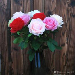 2019 rose rosse fiore artificiale Commercio all'ingrosso 100pcs / lot Fiori artificiali affascinanti Rose Bouquet Bianco Rosa Arancione Verde Rosso per la decorazione di nozze hotel T2I089 rose rosse fiore artificiale economici
