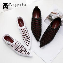 2019 schwarze ausschnitt-sandalen schwarz   weiß Ausschnitt Seil Sandalen  Frauen spitz flach Sommer Schuhe ea5bd6c775