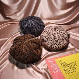 Tapa plana de leopardo online-Nuevo Velboa Sombrero de Lana de Leopardo Leopardo Otoño Invierno Mujer Casquillo de Boina Ajustable Flat Top France Casual Cap Feminina