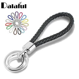Подвесные кольца онлайн-15 Colors PU Leather Braided Woven Rope Double Rings Fit DIY bag Pendant Key Chains Holder Car Keyrings Men Women Keychains K224