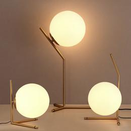 Vidrio de mesa online-Nordic Glass Ball LED Lámpara de mesa Lámpara de escritorio de oro Lámpara de lectura dormitorio Iluminación