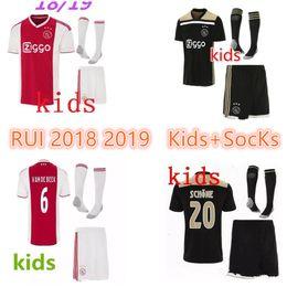 2019 camisas feitas sob encomenda dos miúdos Kits para Crianças + Meias 18 19 Ajax FC Camisa de Futebol Huntelaar NERES TADIC 25 Dolberg NERES SCHONE 34 Nouri 2018 2019 Camisa de Futebol Personalizado desconto camisas feitas sob encomenda dos miúdos