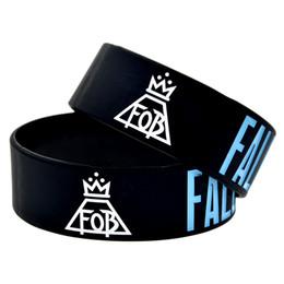 Pulseras de banda de rock online-OneBandaHouse 1PC Fall Out Boy Rock Style Band FOB pulsera de silicona para fanáticos de la música
