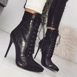 botas de tacón de aguja medio negro Rebajas Botas de mujer de diseñador negras, 11 cm, tacones de aguja, zapatos con punta en punta, piel de serpiente, patrón de PU, botines con cordones, botines