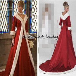 Pele vermelha nupcial on-line-Long Sleeves Cloak Winter Ball Gown Wedding Dresses 2019 Red Warm Formal Dresses For Women Fur Appliques Christmas Gown Jacket Bridal
