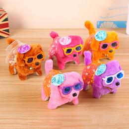Collo di bambola online-17 modelli Electronic Walking Dogs Bambini Interactive Electronic Animali Bambola Peluche Bell Neck Barking elettronico Cane giocattolo Natale C3006