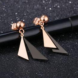 Ohrringe machen online-Zweifarbige Dreieck-Damenohrringe Stahl-Titan-Damenohrringe mit Kugelform verblassen nicht