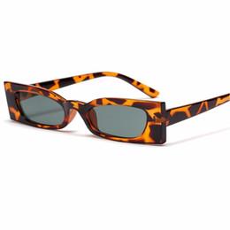 Cornici uniche di occhiali online-2018 Small Frame Square Occhiali da sole Donna Retro Vintage Brand Designer Uomini unici Punk Occhiali da sole Femminile Eyewear Shades FML
