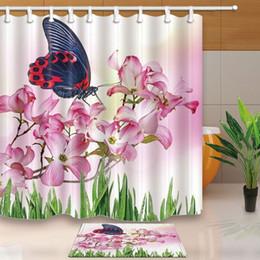 Mosca plantas on-line-Cortina de banho de plantas de primavera, Floral borboleta voando em flores cor de rosa, terno de cortina de chuveiro