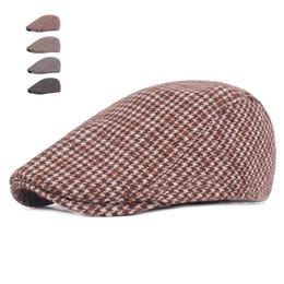 Otoño invierno sombreros para hombre Casual Swallow Gird Beret gorras  Gorras Planas Boinas Compruebe tapa plana ajustable boinas de algodón macho  barato ... 16c0f7e8d0b