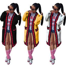 Argentina Diseñador de las mujeres chaqueta larga perla prendas de vestir exteriores abrigo de otoño invierno con bolsillo diseñador de la marca de punto abierto cardigan a rayas ropa de la señora cheap open clothes ladies Suministro