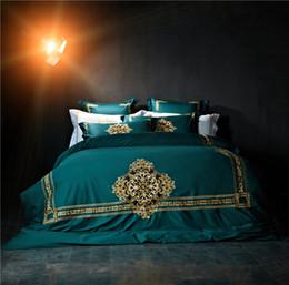 2019 grüne kingsize-bettwäsche-sets grün / weiß Luxus Golden Stickerei ägyptische Baumwolle Bettwäsche Set Bettbezug Bettwäsche Bettlaken Kissenbezüge Königin King Size rabatt grüne kingsize-bettwäsche-sets