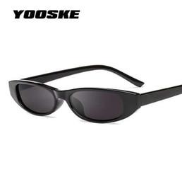 YOOSKE Retângulo Do Vintage Óculos De Sol Das Mulheres Designer de Olho de  Gato Das Senhoras Pequeno Quadro Preto Vermelho Óculos de Sol Da Marca Retro  ... d8fea0742d
