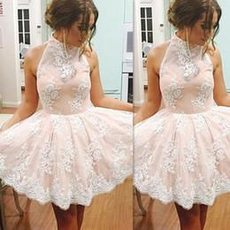 Свадебные платья онлайн-Дешевые короткие румяные кружевные платья выпускного вечера 2018 Sexy Halter Кружева Sheer выпускного платья девушки Party Homecoming Gowns