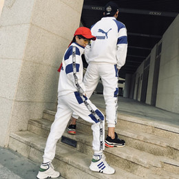 2018 Cauple Treino Marca Tops de Moda + Calças Das Mulheres Dos Homens Luxuy Designer 2 Pcs Definir Preto e Branco da Cor Das Mulheres Dos Homens de Roupas recém-chegados de Fornecedores de saia assimétrica caqui