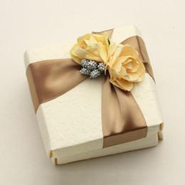 Caixas de embalagem ornamento on-line-Cor de champanhe Envoltório de Presente Quadrado Caixa De Embalagem de Doces Pulseira Enfeites De Embalagem Caixas de Presente Suprimentos de Festa de Casamento 3 7dz bb