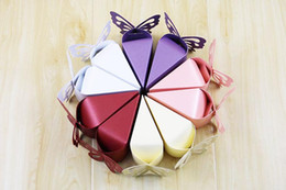 Wholesale Pearly Whites - Wholesale 2018 New Wedding Favor Boxes European Pearly Paper Butterfly Wedding Cake Boxes Hot Sale Wedding Gifts for Guests