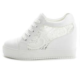 Tacones ocultos de cuña alta online-Zapatillas de cuña ocultas blancas negras Zapatos de mujer ocasionales Zapatos de plataforma alta de mujer Zapatos de cuñas altas para mujeres