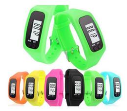 Laufschritt kalorien-schrittzähler online-Digitale LED Schrittzähler Smart Multi Watch Silikon Run Schritt zu Fuß Entfernung Kalorienzähler Uhr Elektronische Armband Bunte Schrittzähler Neu