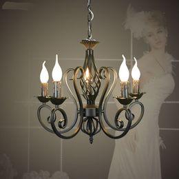 2019 ampoules jaunes bon marché Fer forgé pendentif moderne lustre lustre millésime plafonniers bougies luminaires luminaires fer noir / blanc éclairage à la maison