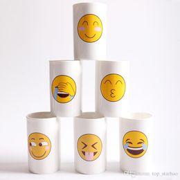 Copo de café bonito on-line-6 Projetos Encantador Rosto Sorridente Emoji Caneca Porcelana Cocô Shop Cup Dos Desenhos Animados Divertido E Triste Legal Casal Canecas Xícaras de Café XL-409