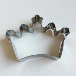 2019 coroa do cortador do bolinho Atacado-Mijiang Crown em forma de Metal Kitchen Bakeware Suprimentos Aço Inoxidável Cookie Cutter Mould Moldes Fondant Bolo Decoração MJ7022 coroa do cortador do bolinho barato