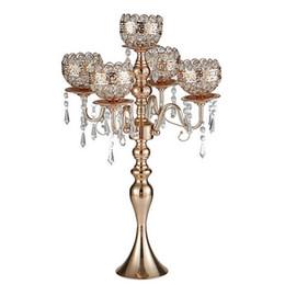 2019 золотая канделябра свадьба 63 см высотой 5-рычаг металлический золотой канделябры с подвесками романтический свадебный стол подсвечник украшения дома скидка золотая канделябра свадьба